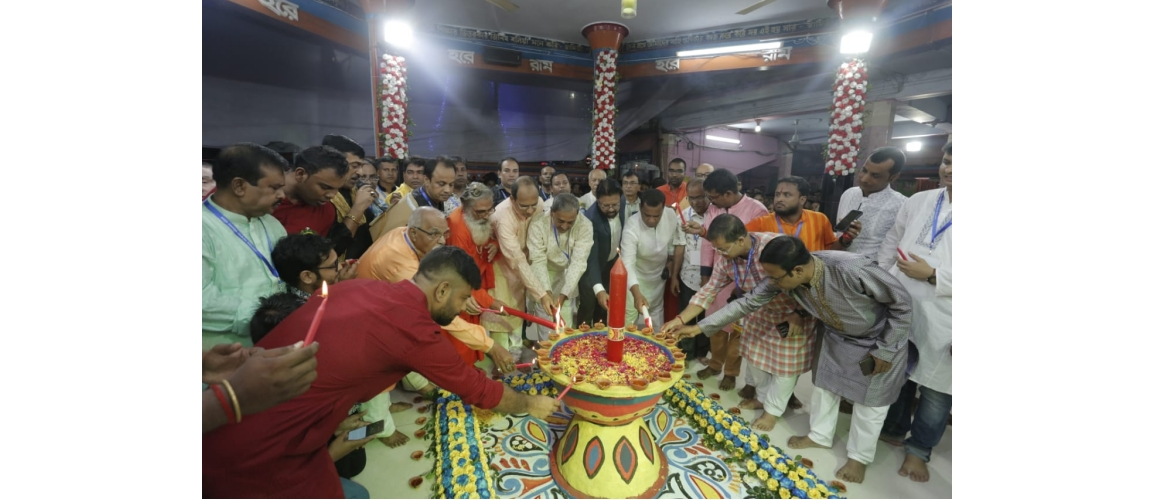 Assistant High Commissioner of India Shri Anindya Banerjee performing Puja on the occasion of Kali Puja ceremony at Golpahar Mohashoshan Kali Bari in Chittagong on 27.10.2019