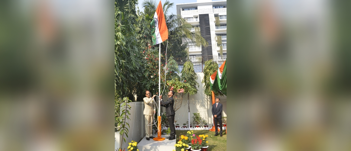A flag hoisting ceremony was held on 26.1.2020 at the Assistant High Commission of India, Chittagong. It was attended by a large number of Indians from different parts of the city. A short cultural programme was organized. Few patriotic songs and dance performance were organised on this occasion.